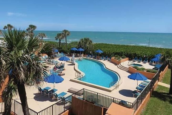 Two Bedroom Ocean Front Condo, Oceanique Resort, FL (A724)
