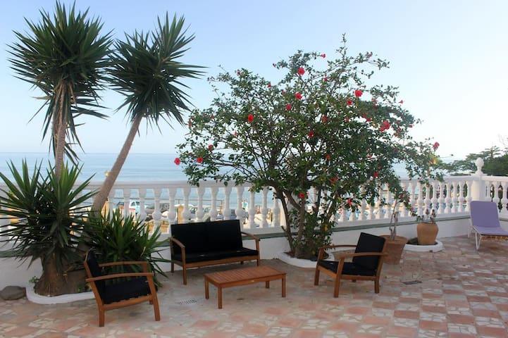 Casa en primera línea de playa - Mijas - Huis