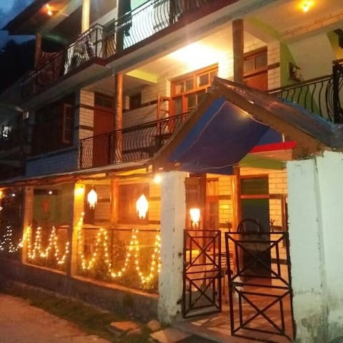 Shardha House - Village life in a modern loaf. - Manali - Bed & Breakfast