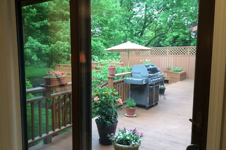In-Law Suite /w Private Entry in Cleveland Suburbs - Lyndhurst - Hus