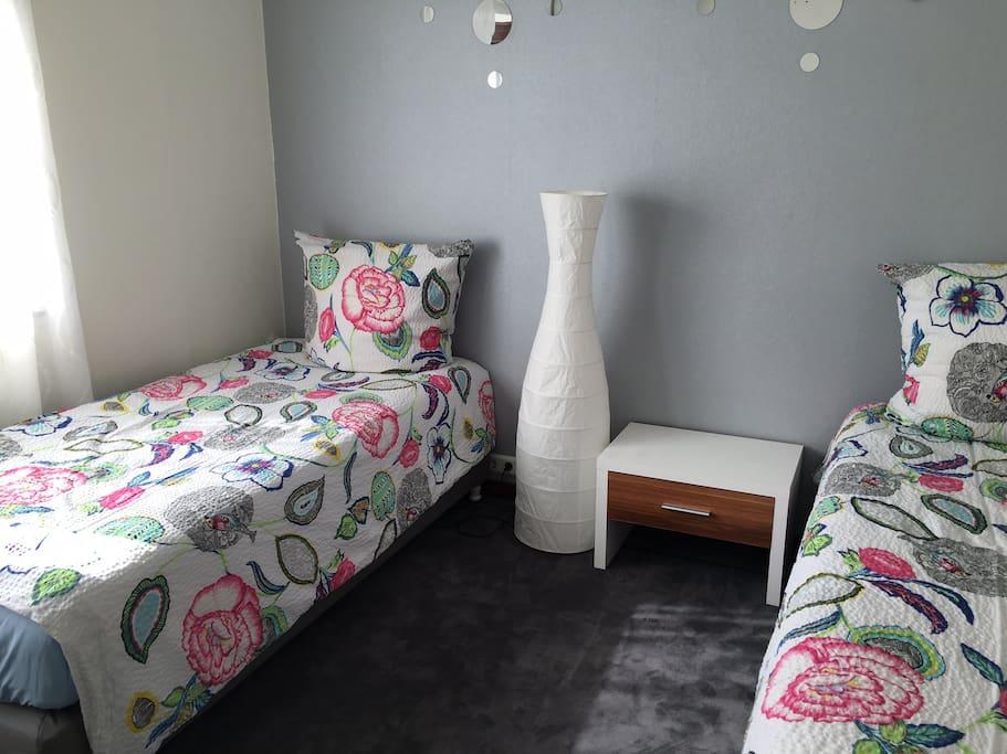 Schlafzimmer 1 Doppelbett oder als 2 Einzelbetten
