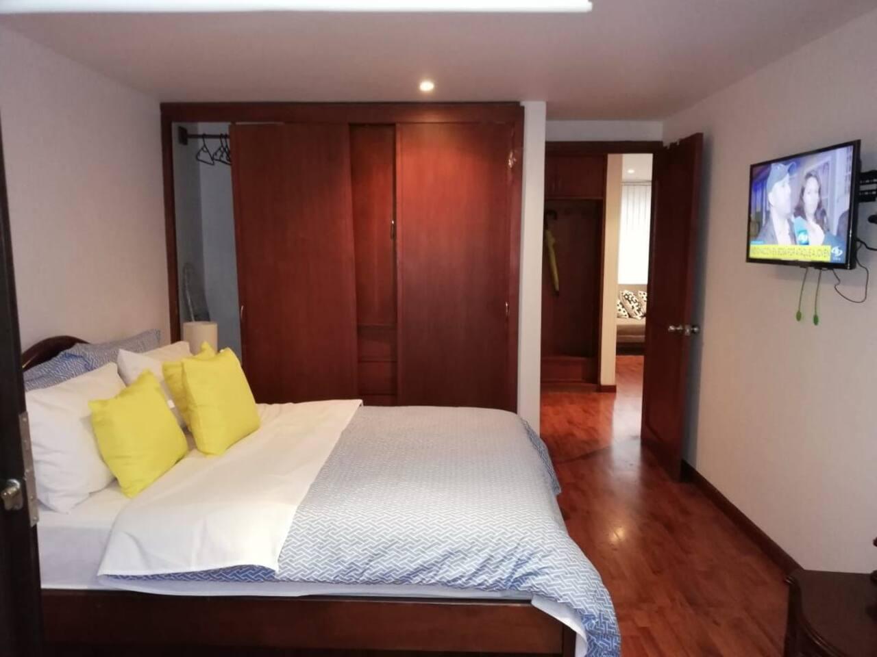 Dormitorio y tv Smart .
