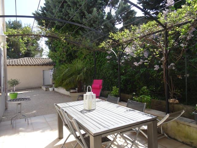 Maison avec jardin au calme - Jonquerettes - บ้าน