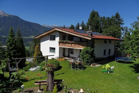 Studio near Innsbruck for 2 | access to the garden - Weerberg - 宾馆