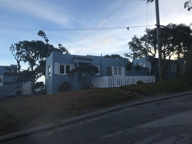 Great Monterey Peninsula Cottage, Close to All!