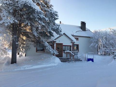 Autentisk, renoveret og rummeligt hus i Lapland