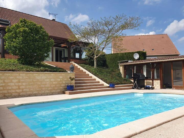 Belle maison, piscine privée, proche Rouen-Dieppe