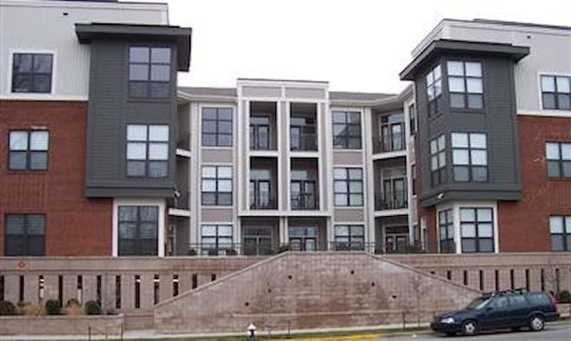 MODERN CONDO DOWNTOWN LEXINGTON #103