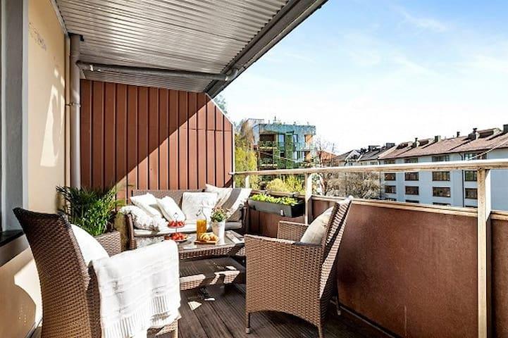 Room in cosy apartment in Grünerløkka w/balcony - Oslo - Byt