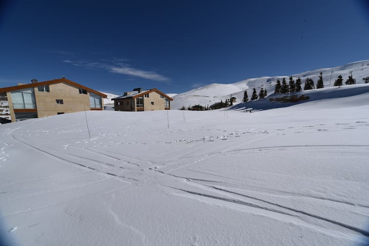 Ski-In/Ski-Out Brand New Chalet - Kesrouane
