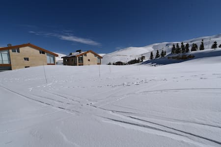 Ski-In/Ski-Out Brand New Chalet - Kesrouane - Chalupa