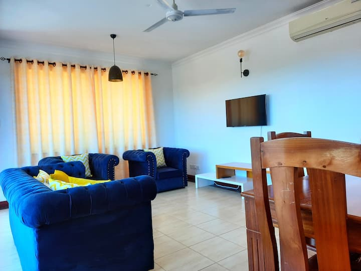 Micasa two bedroom with AC/hot shower/Wi-Fi/pool