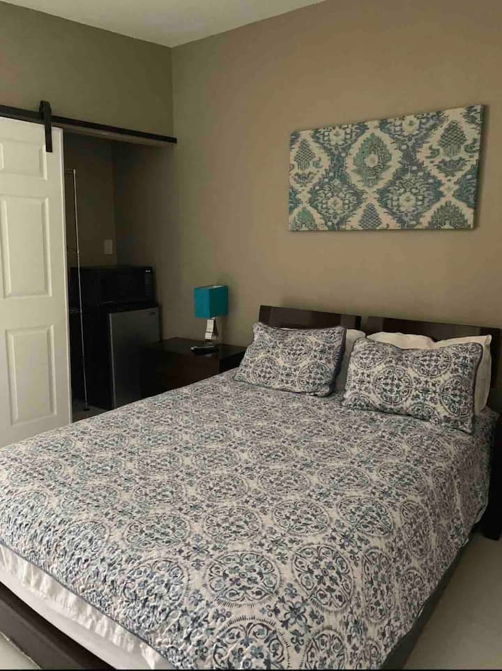 Lovely Studio Room w/private entrance