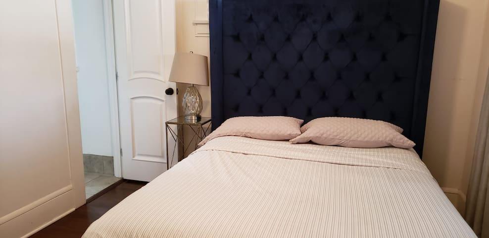 2 Bedroom Cozy North Park House