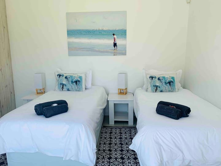 Private Twin Room3 & Bathroom - 2 minutes to Beach