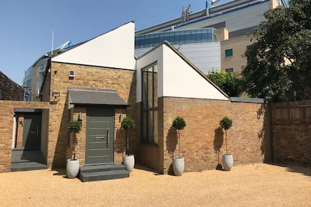 The Bolt Hole [440a, Fulham Road]