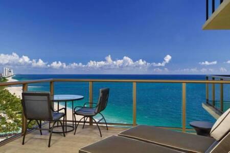 St Regis 2 bed luxury house - Бэл-Харбор