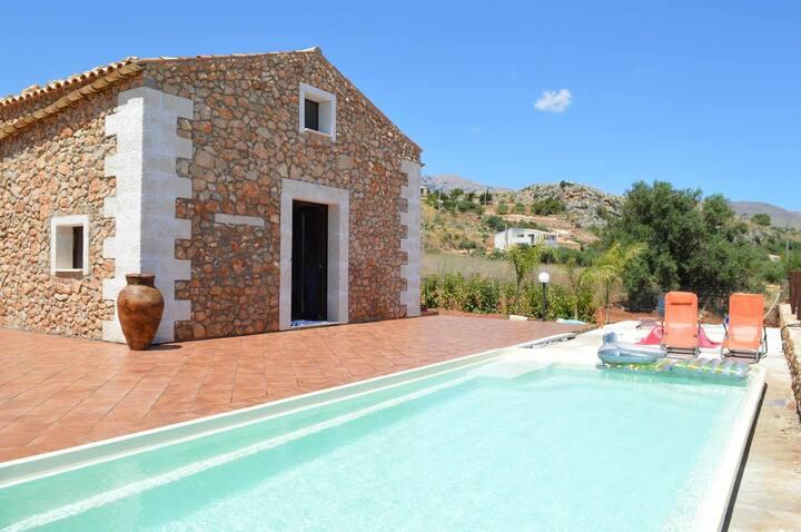 SC011 Villa con piscina riscaldata 8 posti 3 bagni vicino riserva Zingaro