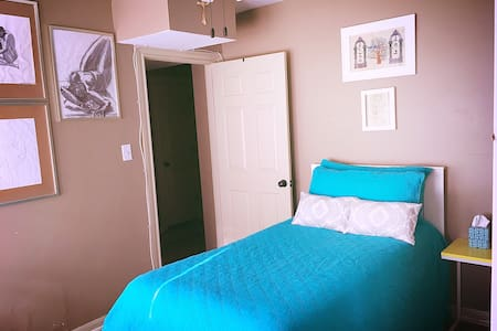 Azulita Room - Bryan