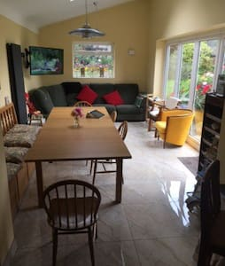 12 Holy Cross Close  Free parking L3 2EP