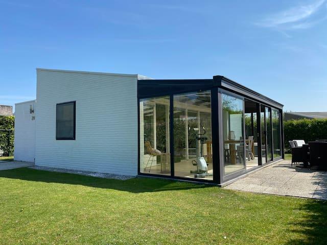 Spacious private bungalow near the beach   Cadzand