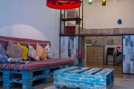 Милая квартирка - Tiflis - Wohnung