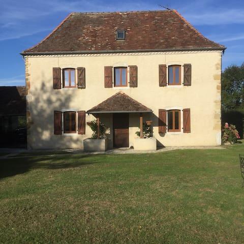 Maison du Piémont - cosy, tranquil Bearnaise house - Maslacq - Rumah
