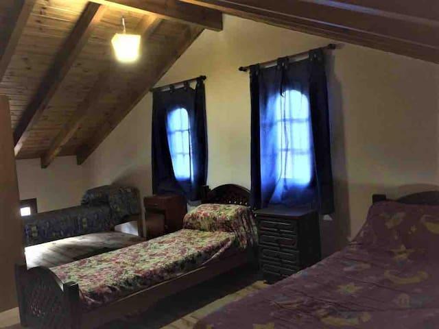 Dormitorio 3 camas arriba