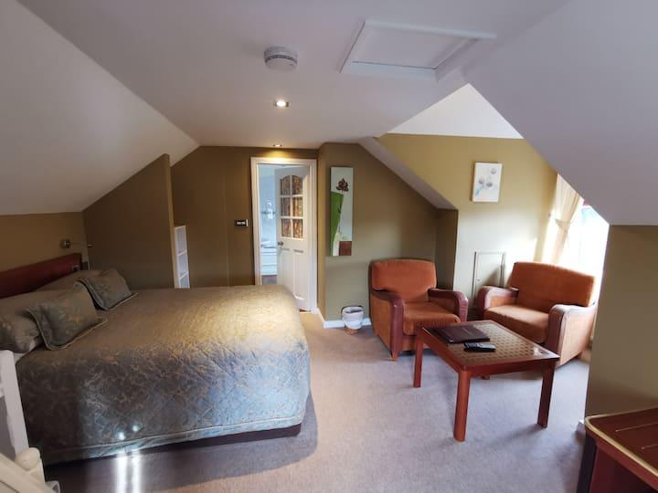 1 Double room with En-Suite