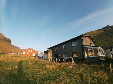 Apartamento Undir Tyrli no vale de Gøta