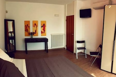 Double room with private bathroom - Como