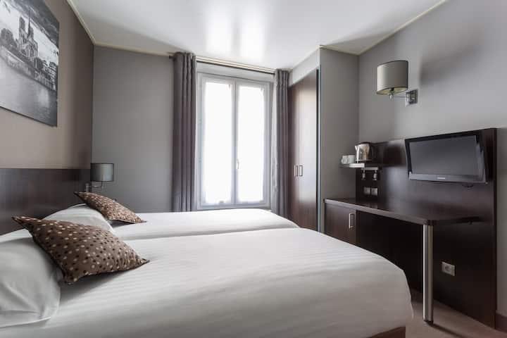 Hotel Jardin de Viliers - camera con dos camas