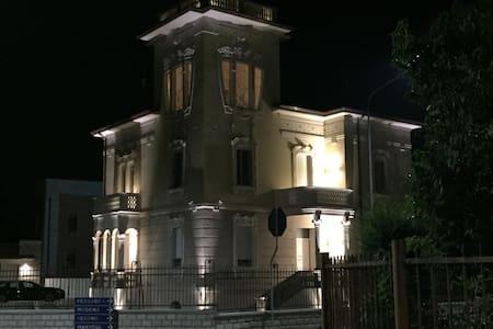 Villa dei girasoli e' pronta per accogliervi. - Revere - Vila