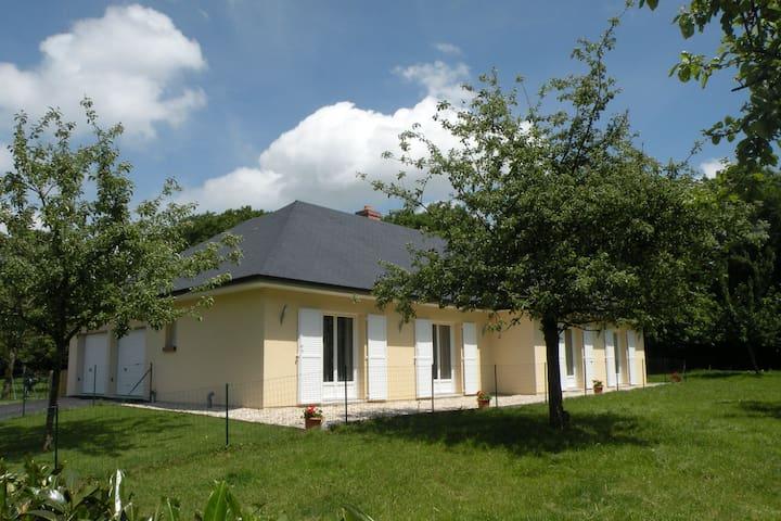 Bella casa indipendente con un giardino privato recintato a 25 km da Le Havre