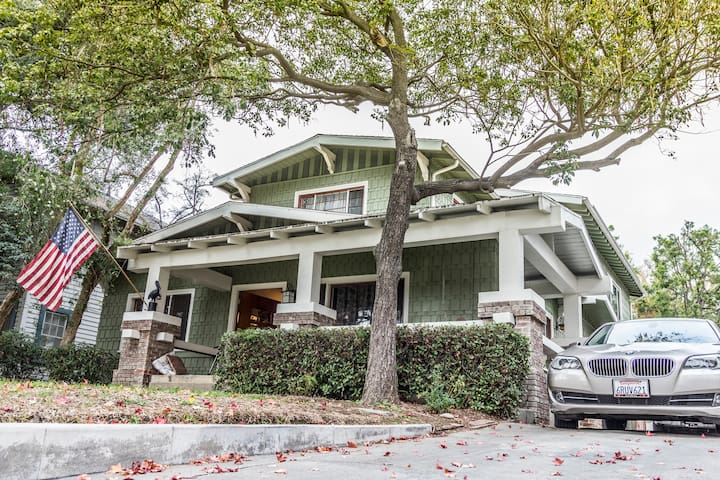 Craftsman in grt area! Walk everywhere. Remodeled!