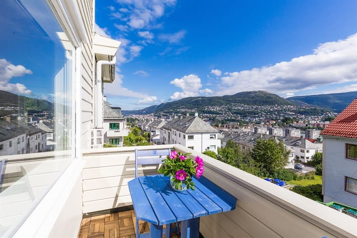 Stay on top of the city :) - Bergen - House