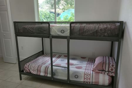 6P -  Single Bed near airport :) - Miami - Ev