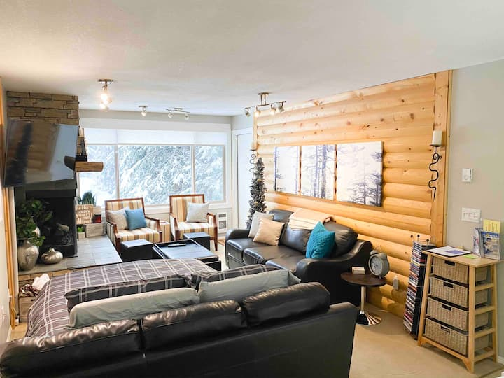 Cozy Condo steps from the village on big white,4pp