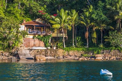 Linda Casa em Lugar Paradisíaco. Pe na areia!