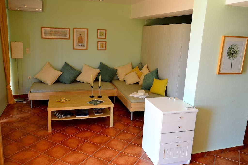 2. SPACE A - The living room (sleeps 2 persons)