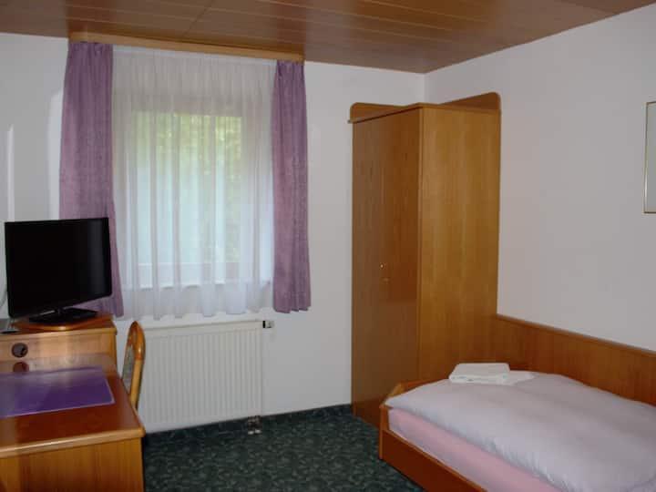 Hotel Garni Silberdistel, (Lauterstein), Einzelzimmer mit Dusche und WC