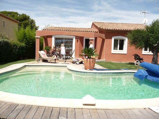 2 chambres dans maison avec jouissance piscine - Villeveyrac - Dům