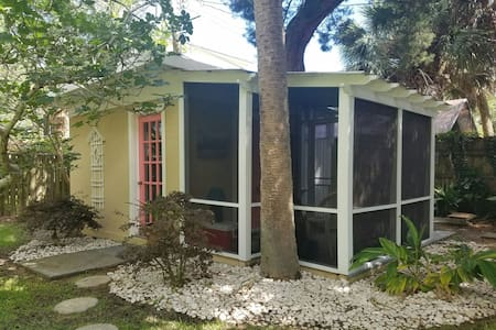 Adventure Cottage 1BR/Outdoor Bath - Tybee Island - Chalet