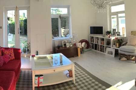 Large Double Room In Comfortable and Clean Home - South Croydon - Casa