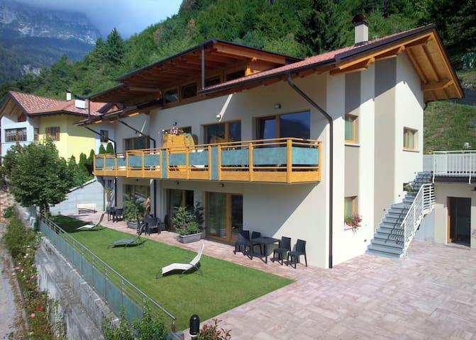 """Lodge """"le soleil"""" sport e natura  Molveno al lago"""