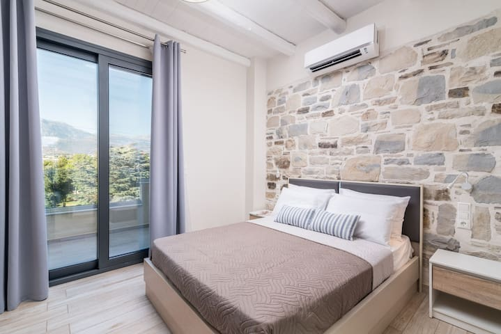 Second bedroom with mountain view