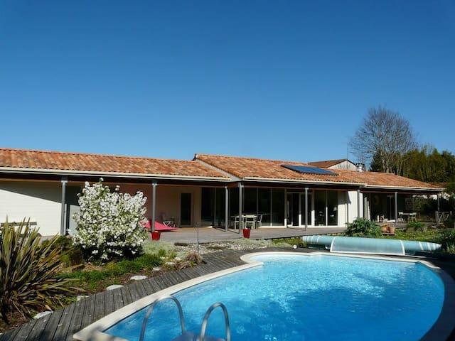 Villa Anani 9/Per+1BB piscine Chauffée Charente
