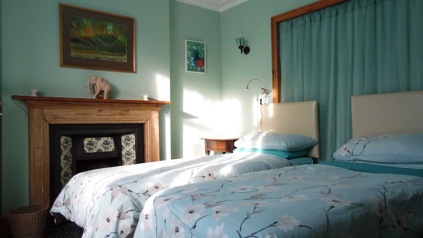 Dragonfly Bed & Breakfast, Glastonbury