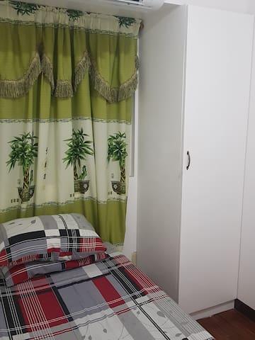 Victoria  De Manila Room w/ Aircon  good for 1.