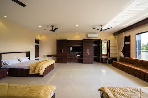 Srinamo Farms - Luxury Room 1